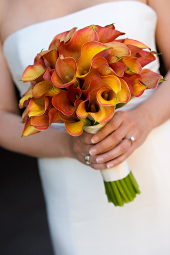 Gorgeous bouquet of Mango Callaperfect for a fall wedding